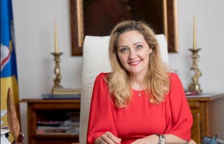 Dezvaluirile Elenei Lasconi la un an de cand a devenit primar la Campulu<span style='background:#EDF514'>NG MUSCEL</span>: Familia mea sufera