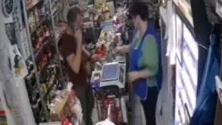Un tanar a incercat sa plateasca cu o bancnota de 500 de lei trasa la xerox intr-un magazin din Galati. Ce a urmat