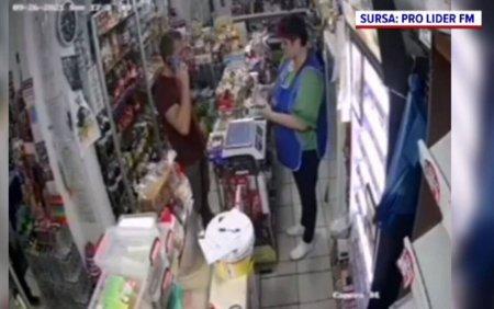 Un individ a vrut sa plaseze o bancnota de 500 de lei falsa si e cautat de politisti. Vanzatoarea a vazut imediat