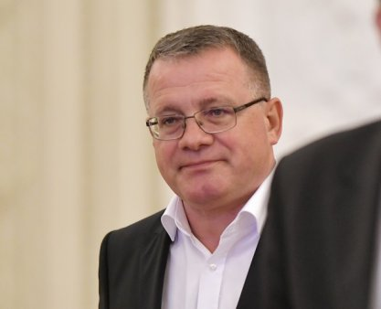 Adrian Oros, ministru al agriculturii, care s-a folosit de expresia daca voi nu ma vreti, eu va vreau cand <span style='background:#EDF514'>FERMIERII</span> i-au cerut demisia, renunta la functie abia dupa ce a pierdut puterea politica