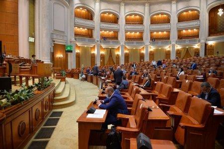 Camera Deputatilor a respins proiectul privind <span style='background:#EDF514'>PARTENERIATUL</span> civil. Deputatii AUR si PSD au votat pentru respingere