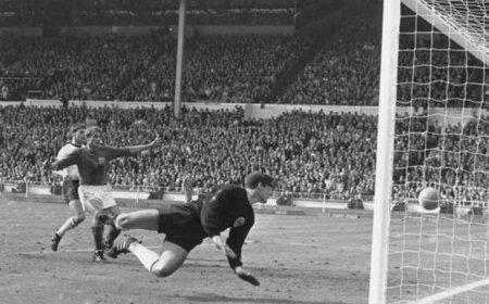 A murit lui Roger Hunt, atacantul Angliei campioana mondiala in '66