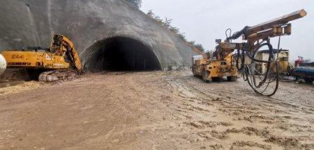 Tunelurile magistralei feroviare de mare viteza, avans in ritm de melc. Imagini de pe <span style='background:#EDF514'>SANTIER</span> VIDEO
