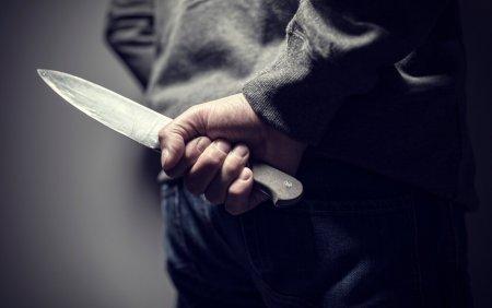 O femeie injunghiata a iesit pe scara sa ceara ajutor, in Navodari. Atacatorul striga din casa: Te omor, ti-am zis ca te omor
