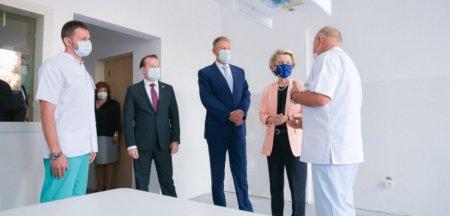 Val de ironii dupa ce o imagine de pe contul lui Iohannis a devenit virala: ce spun internautii despre priza scoasa din perete la vizita presedintei CE