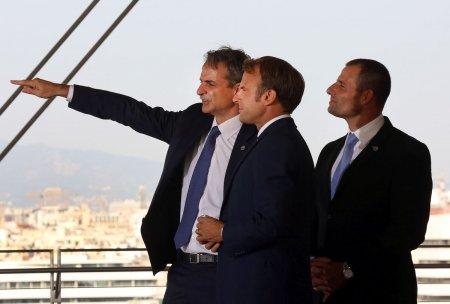 Macron semneaza un contract militar major pentru inarmarea Greciei si cere Europei