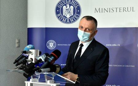 Sorin Cimpeanu: Daca vineri se depaseste incidenta de 6 la mie, dupa regulile de astazi scolile intra in online