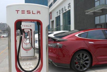 Date din piata. Tesla a inregistrat 800 de comenzi in Romania dupa deschiderea reprezentantei locale. Pretul de pornire pentru Model 3 incepe de la 42.990 de euro, acesta fiind si cel mai accesibil