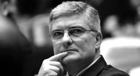 <span style='background:#EDF514'>DANIEL DAIANU</span> acuza 'o psihoza nationala': 'Au venit bani!', 'Vin banii, vin banii!'