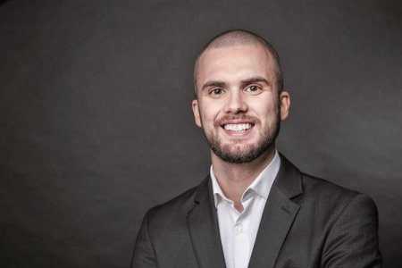 ZF IT Generation. Start-up Pitch. Christian Wilhelm <span style='background:#EDF514'>ROTH</span>, cofondator si CEO al StageMe.Live - solutie de live streaming pentru e-commerce: In 2022 vom avea 200 de clienti platitori si tintim sa ajungem la 1.000 in 2023