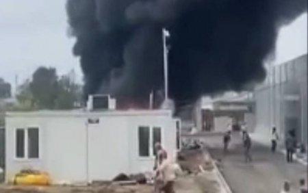 Incendiu in Baia Mare. Doua containere in care erau depozitate materiale de constructii au fost distruse de flacari