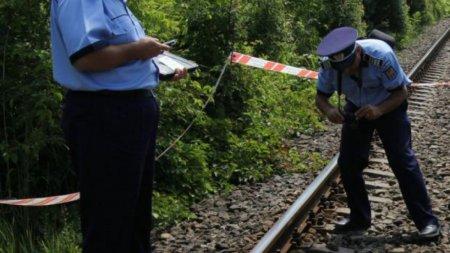 Gest disperat al unei batrane din Vaslui: Și-a salvat curcile din fata trenului, cu pretul vietii!