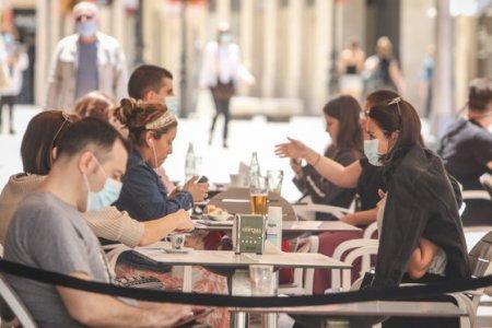 Haos pe piata <span style='background:#EDF514'>HORECA</span> din Timisoara unde restaurantele s-au inchis total, nici terasele nu mai sunt functionale: Nu ne-a anuntat nimeni nimic oficial. A fost o decizie de azi pe maine. Nu stim cat si cum va fi