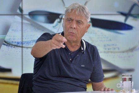 Casa lui <span style='background:#EDF514'>CARTU</span>, vandalizata din nou! Presedintele CSU Craiova, reactie dura: Atacati ziua, ba. Cu fata descoperita si fara cagula