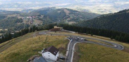 Noua sosea din muntii Parang starneste controverse. Demolare la o saptamana de la <span style='background:#EDF514'>INAUGURARE</span> FOTO