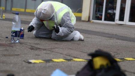 Un barbat a fost <span style='background:#EDF514'>GASIT MORT</span>, in Pitesti, langa un tomberon. Se ia in calcul varianta unei crime