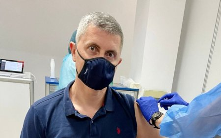 Dan Barna si-a facut doza a treia de vaccin: Vaccinati-va, <span style='background:#EDF514'>FRATI</span>lor