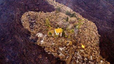Capat de drum pentru Casa miracolului din insula La Palma. A rezistat zile intregi raurilor de lava