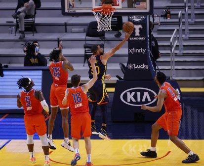 Jucatorii nevaccinati anti-COVID nu vor fi platiti pentru meciurile NBA in care nu au permisiunea sa joace
