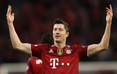 Sub ochii lui Mircea Lucescu, Lewandowski a dat un nou <span style='background:#EDF514'>RECITAL</span>! Cifre fabuloase pentru atacantul lui Bayern