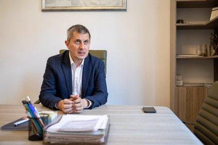 INTERVIU | Dan Barna: Iohannis a ales sa fie un presedinte <span style='background:#EDF514'>PARTIZAN</span>. Citu e un tonomat de distribuit bani pentru primari