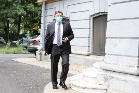 Alexandru Rafila il acuza pe <span style='background:#EDF514'>EMIL BO</span>c pentru valul 4: Poate ca domnul primar isi ia rucsacul