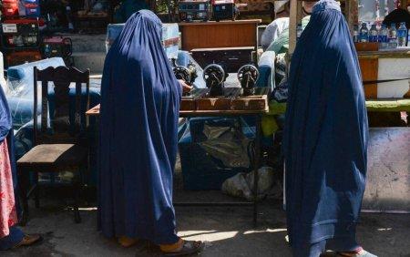 Talibanii au intrerupt in forta o manifestatie pentru dreptul la educatie al femeilor
