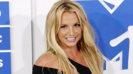 Britney Spears a fost eliberata de sub tutela tatalui sau dupa 13 ani. Artista isi va gestiona singura finantele