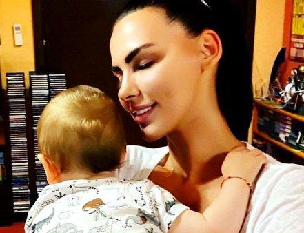 Lavinia <span style='background:#EDF514'>PARVA</span>, fotografie rara cu fiul ei si al lui Ștefan Banica. Mesajul emotionant pentru Alexandru: Am intalnit pentru prima data iubirea neconditionata