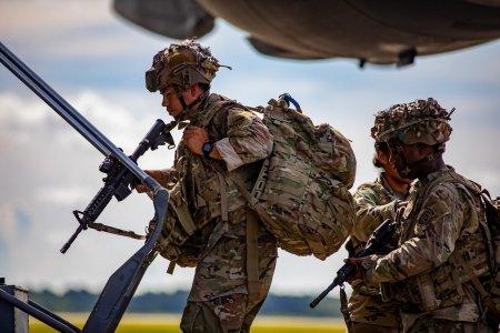"""Retragerea trupelor americane din Afganistan. Penta<span style='background:#EDF514'>GONU</span>l recunoaste un """"esec strategic"""""""