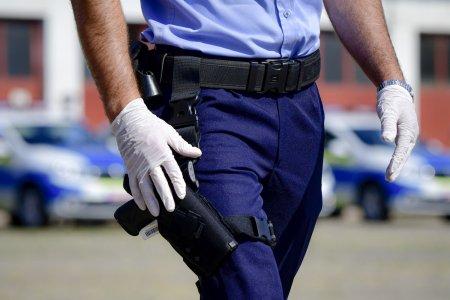 Politia trebuie sa plateasca 100.000 de lei daune unui barbat snopit in bataie in sectie de doi agenti. Victima venise sa depuna o plangere