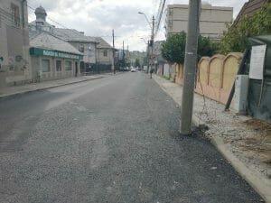 Bucuresti, acum: O strada e plina de stalpi! Pe ea!