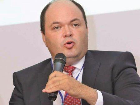 Ionut Dumitru, economistul sef al Raiffeisen Bank: Ne-am revizuit datele, uitandu-ne la ce se intampla pe piata energiei, dar si in economie, si prognozam o inflatie de 7,3% in decembrie, fata de decembrie 2020 (prognoza BNR este de 5,6%). In aceste conditii dobanzile nu au decat o singura directie, in sus