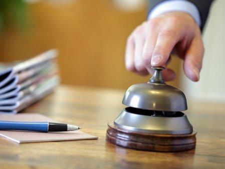 Hotelurile din Bucuresti tin <span style='background:#EDF514'>EVENIMENTELE</span> in expectativa, cat timp autoritatile bajbaie cu informatiile: Sunt doar declaratii care agita, e o bulversare totala