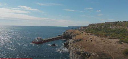 Poluare grava in Marea Neagra! O nava incarcata cu 3.000 de tone de ingrasaminte <span style='background:#EDF514'>CHIMICE</span> a esuat in spatiul bulgar VIDEO