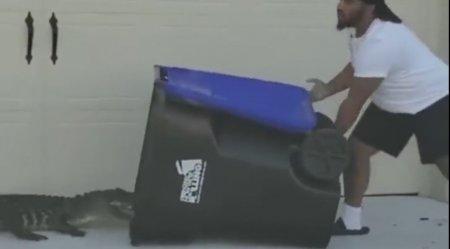 Un barbat din Florida a reusit sa captureze un aligator cu ajutorul tomberonului