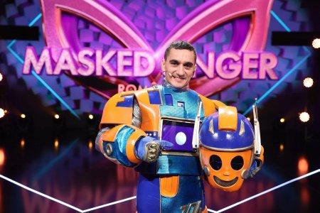 Marian Dragulescu, sub masca Robotului de la Masked Singer Romania, sezonul 2: Iubita mea m-a recunoscut din prima