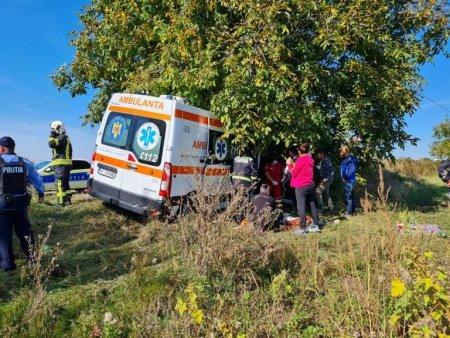 Patru persoane au fost ranite, dupa ce o ambulanta s-a ciocnit cu o autoutilitara, in Neamt