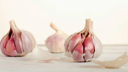 5 beneficii mai putin cunoscute ale consumului de usturoi