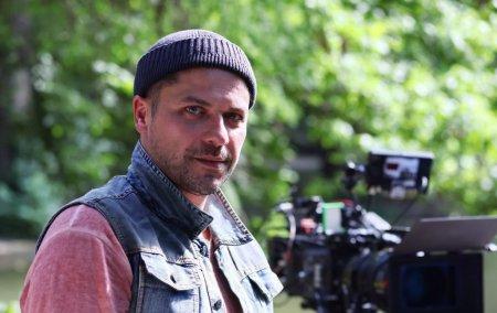 <span style='background:#EDF514'>AUGUSTIN VIZIRU</span> se alatura distributiei serialului Vlad. Ce rol va avea actorul.  M-am intors acasa!