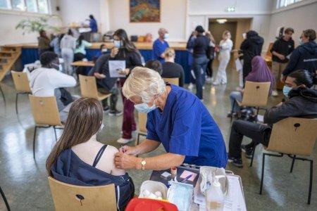 Elvetia acorda vouchere de aproape 50 de euro persoanelor care-i conving pe altii sa se vaccineze anti-COVID
