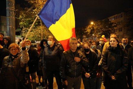 Protest organizat de AUR in fata Spitalului de Boli Infectioase din Constanta: Va luptati pentru putere, spitalele ard, Romania plange de durere