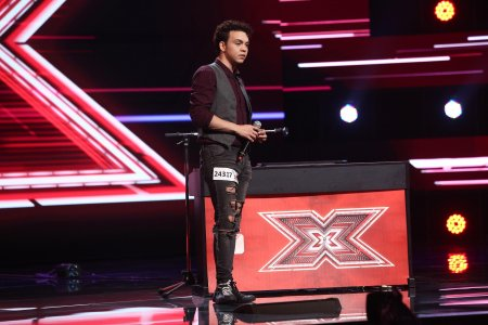 X Factor 2021, 1 octombrie. Robert Reamzey a facut show cu o interpretare originala a piesei Take Me To Church: Esti <span style='background:#EDF514'>NEBUN</span>
