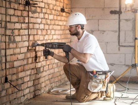 Cat de mult platesc romanii pentru servicii de constructia si intretinerea casei? Care este cel mai solicitat serviciu STUDIU