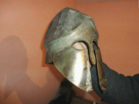De patrimoniu: Unde se afla acum coiful corintic din bronz, descoperit in apa Siretului