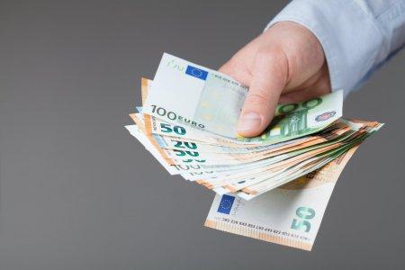 Ungurii ne dau lectii pana si la pensii! Se dau 222 de euro in luna noiembrie pentru toti pensionarii. Bonus!