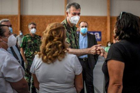 Militarul din spatele campaniei de vaccinare de succes a Portugaliei. E una cele mai populare si respectate figuri din tara