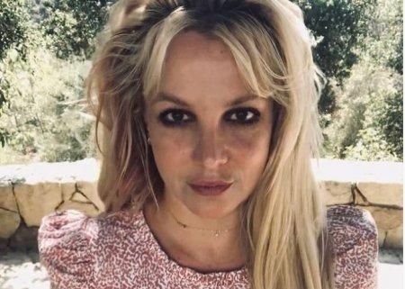Britney Spears a pozat complet <span style='background:#EDF514'>GOALA</span>, dupa ce a scapat de tutela tatalui. Imaginile le-a postat pe Instagram
