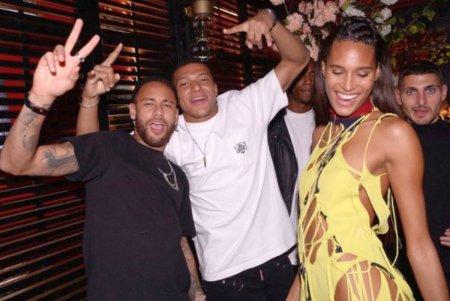 Ce conflict!? Mbappe si Neymar, distractie umar la umar la petrecerea unui fotomodel » Ce alte mari staruri au fost prezente