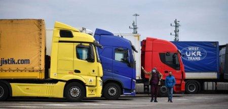 <span style='background:#EDF514'>BENZINA</span>riile din Londra si sud-estul Angliei, in continuare afectate de lipsa carburantilor. Militarii britanici, detasati pe camioane de luni
